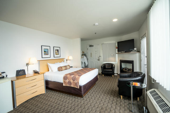 Accessible One Room Waterfront Suite – Harbor View