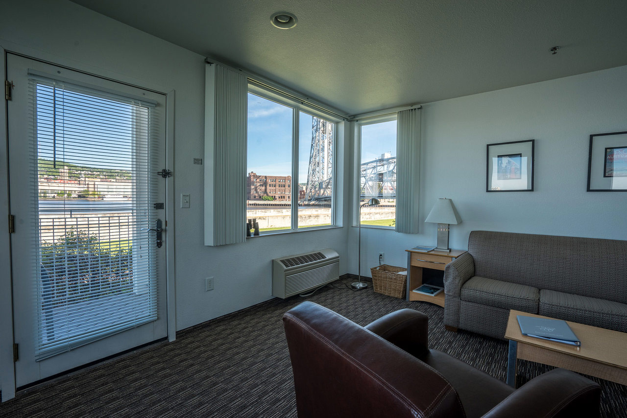 Upper Grand Panoramic Corner Suite
