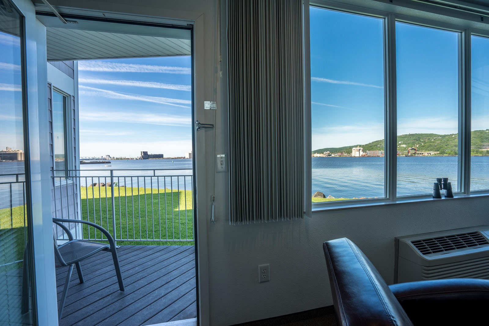 Deluxe Waterfront Suite – Harbor View